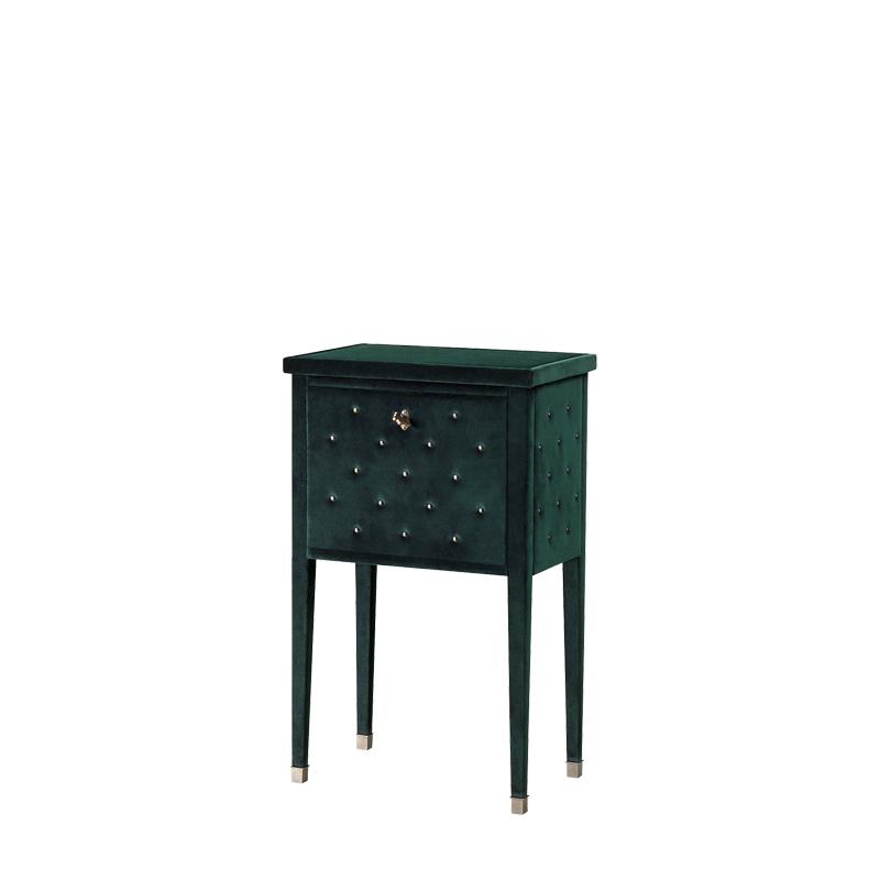 Scrigno床头柜配有完全以织物包衬的置物架,请参见Promemoria产品目录   Promemoria
