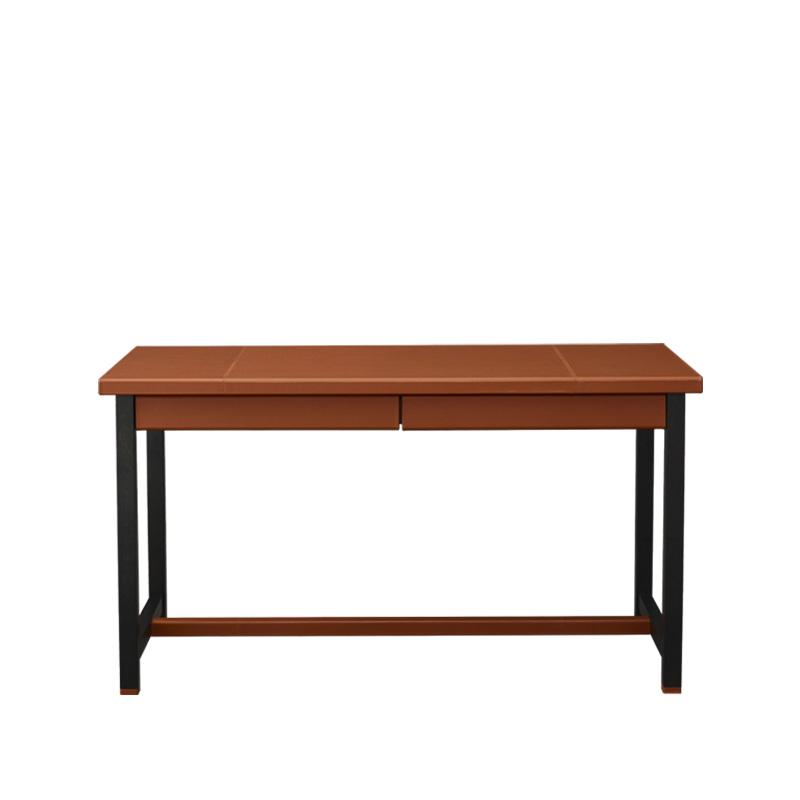 Ernest是一款精致的木质结构书桌,以皮革包饰,请参见Promemoria产品目录 Promemoria