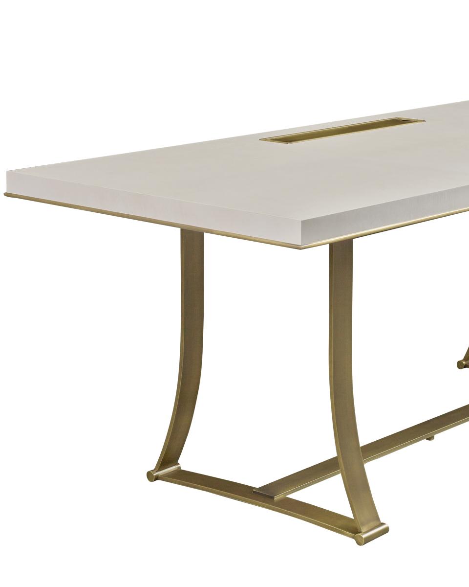 Dettaglio di Victor, tavolo con struttura in bronzo e scrittoio in bronzo e legno di morado, del catalogo di Promemoria | Promemoria