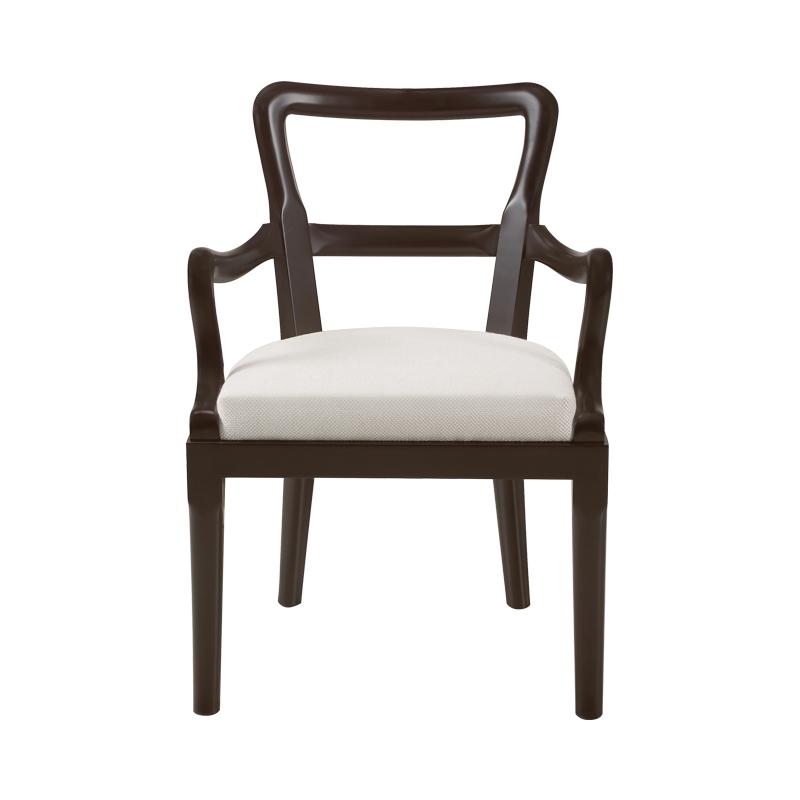 Sofia木质餐椅采用了织物或皮革座面,可带或不带扶手,请参见Promemoria产品目录|Promemoria