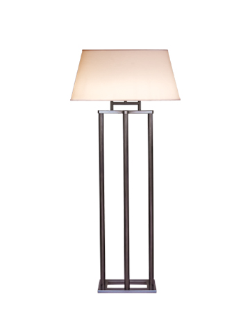 Catherine LED落地灯采用铜质结构,灯罩为椭圆形、长方形或者亚麻、纯棉面料或手工缝边丝绸形成的凹形,请参见Promemoria产品目录|Promemoria