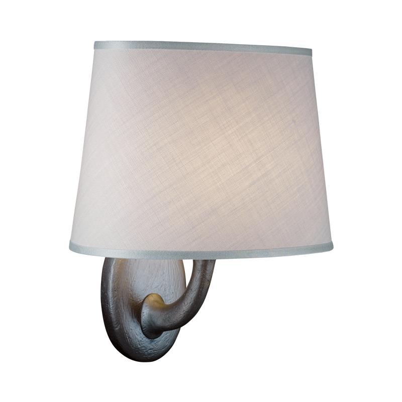 Francis是一款铜质LED壁灯,灯罩以亚麻、纯棉面料或手工刺绣丝绸制成,请参见Promemoria产品目录|Promemoria