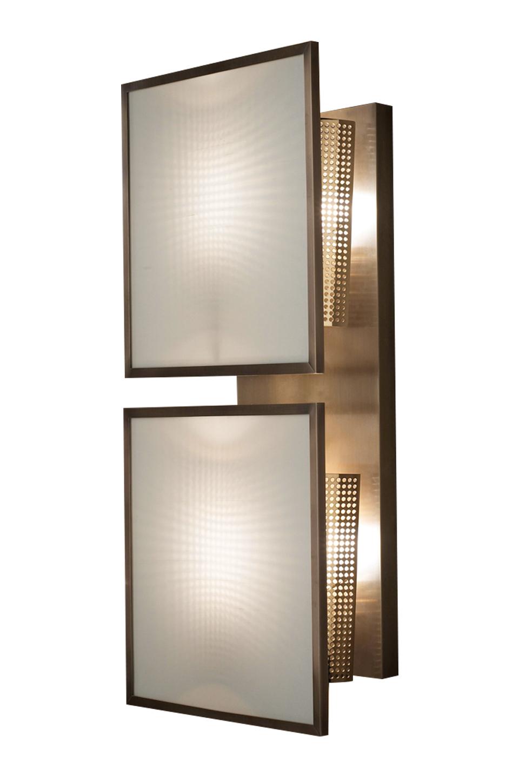 Teresa铜质组合式壁灯采用钢化玻璃灯光漫射器,灯罩以亚麻、纯棉面料或丝绸制成,请参见Promemoria产品目录 Promemoria。