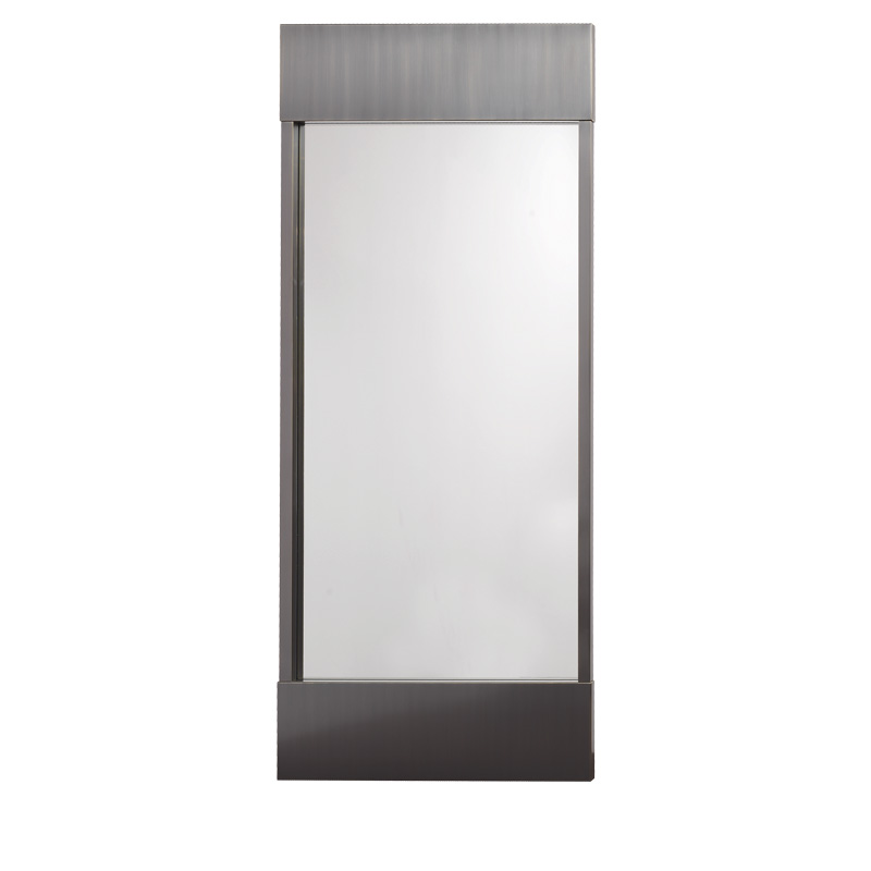Euridice is a large wall mirror with an essential design and a bronze structure from the Promemoria's catalogue | Promemoria