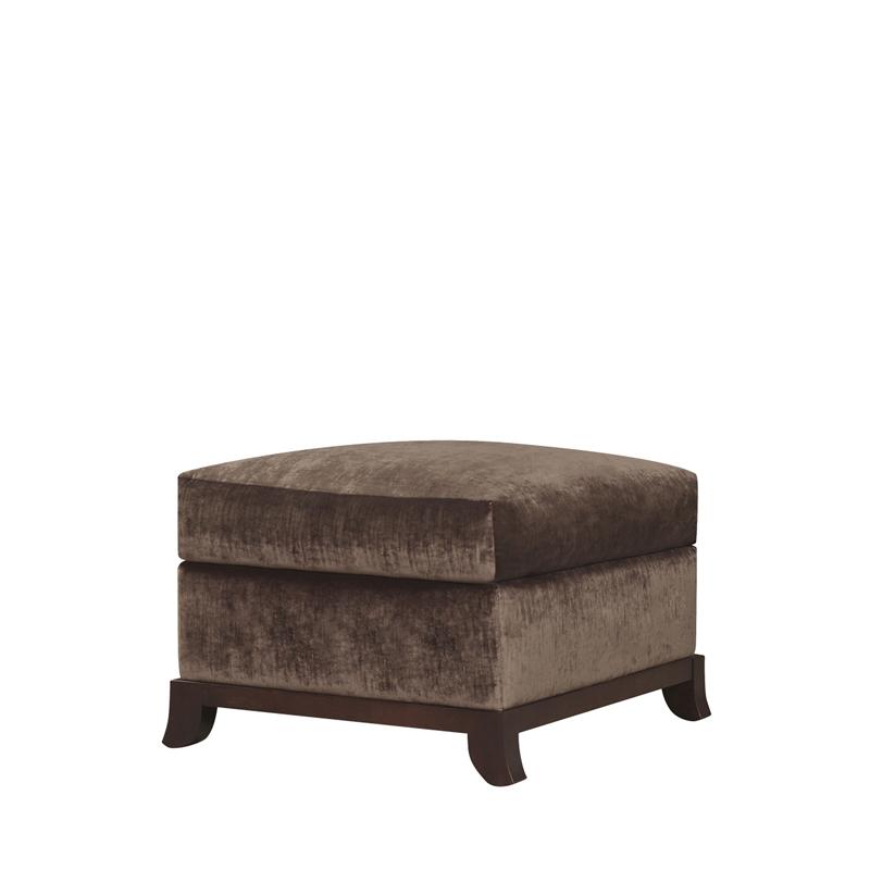 Madame A是一款以织物或皮革包衬的木质坐墩,请参见Promemoria产品目录 Promemoria