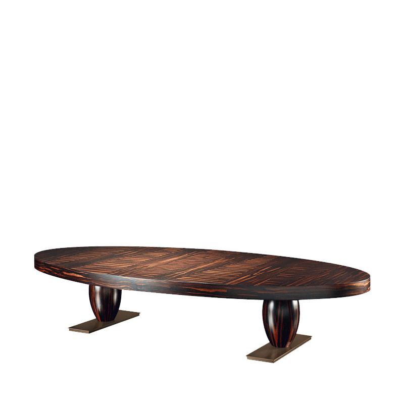 Bassano是一款椭圆形或长方形的青铜咖啡桌,配有皮革桌面或内嵌桌面,请参见Promemoria产品目录 | Promemoria